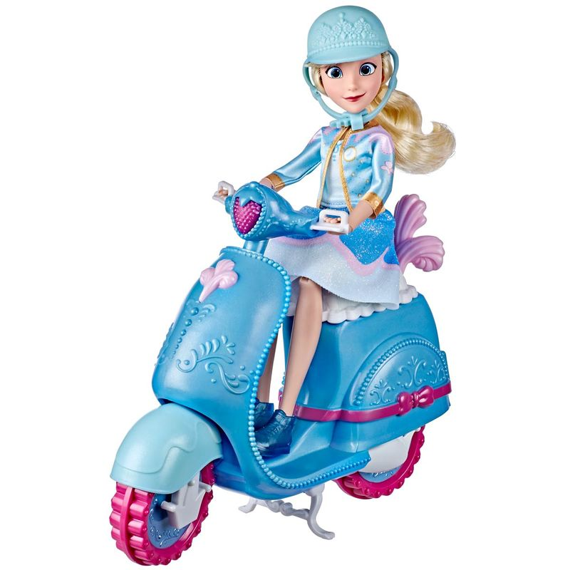 Princesas-Disney-Cenicienta-con-Scooter