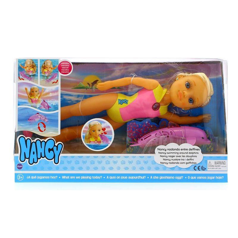 Nancy-Nadando-entre-Delfines_1