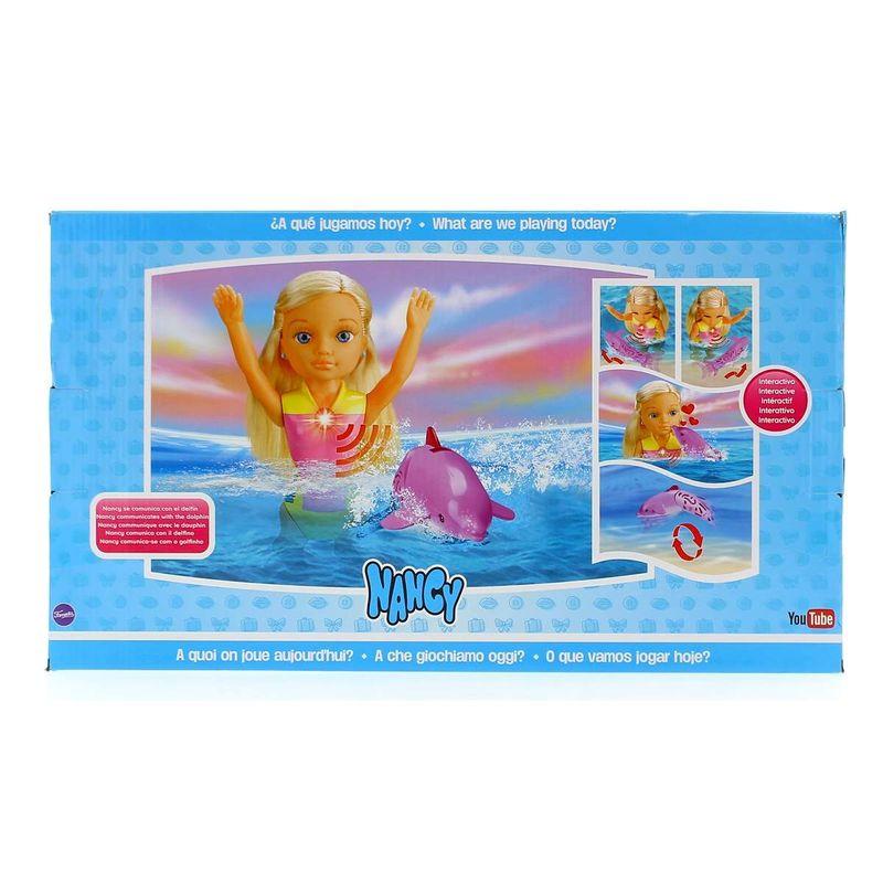 Nancy-Nadando-entre-Delfines_2