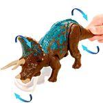 Jurassic-World-Ruge-y-Ataca-Dinosaurio-Triceratops_2