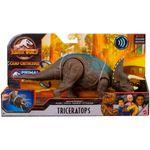 Jurassic-World-Ruge-y-Ataca-Dinosaurio-Triceratops_3