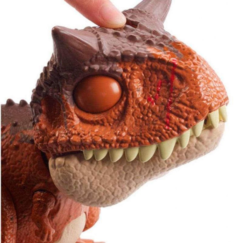 Jurassic-World-Bebe-Carnotaurus-Mordedor_2
