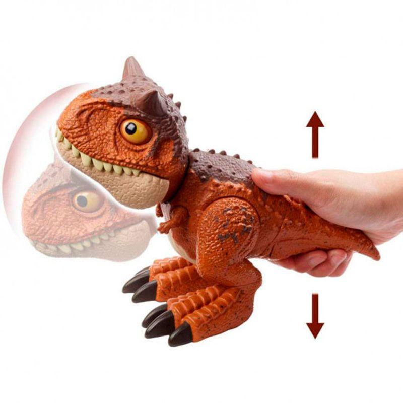 Jurassic-World-Bebe-Carnotaurus-Mordedor_4