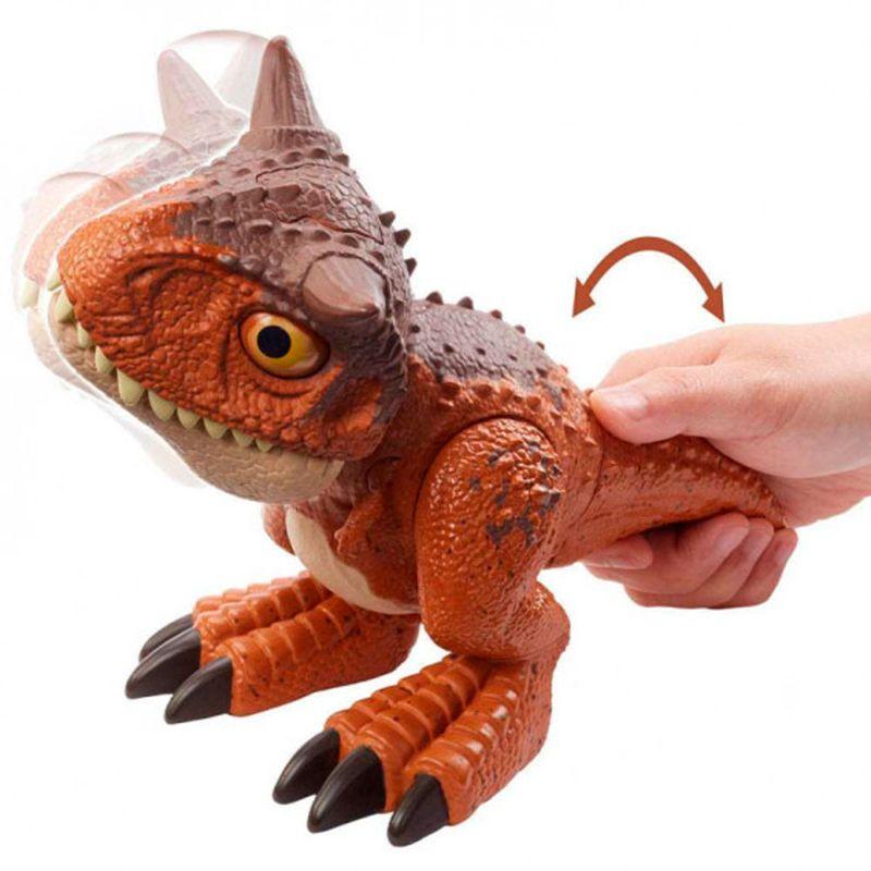 Jurassic-World-Bebe-Carnotaurus-Mordedor_5